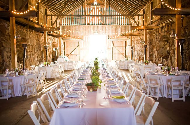 green_barn_wedding_fullbarn