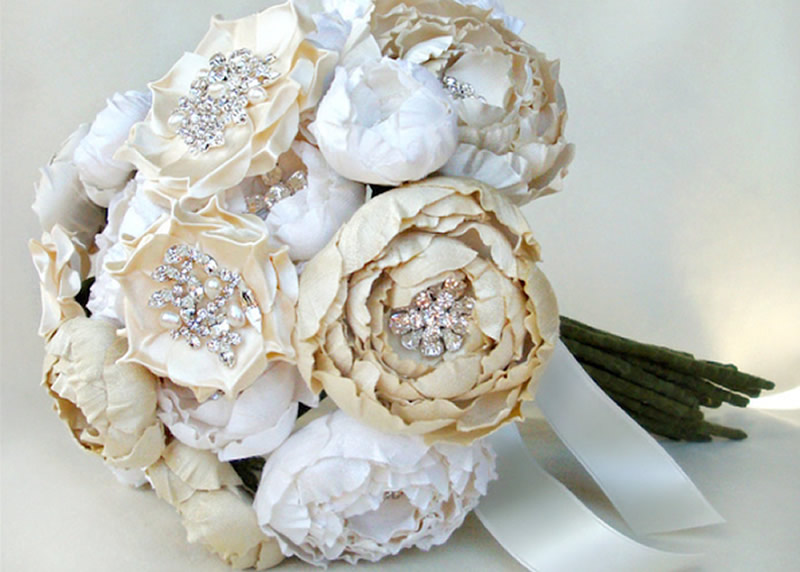white flowers for wedding